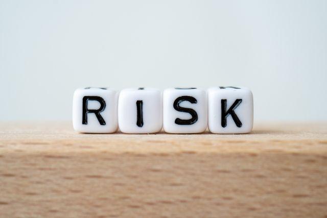 リスクと書かれたブロック